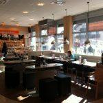 Bäcker Bachmeier Grafing Sitzgelegenheit und Blick nach draußen