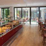 Bäcker Bachmeier Pilsting Theke und Blick nach draußen