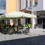 Bäcker Bachmeier Straubing Tische und Stühle draußen vor Laden