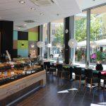Bäcker Bachmeier Straubing Theke und Blick nach draußen