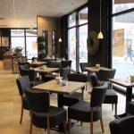 Bäcker Bachmeier Haag Sitzgelegenheiten mit Blick nach draußen