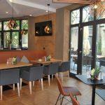 Bäcker Bachmeier Deggendorf Sitzgelegenheiten und Blick nach draußen