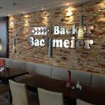 Bäcker Bachmeier Dingolfing Logo an Wand